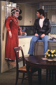 """Happy Days""Marion Ross,Henry Winkler © 1980 ABC**H.L. - Image 5417_0213"