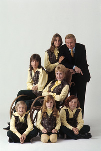 """The Partridge Family""Susan Dey, David Cassidy, Shirley Jones, Danny Bonaduce, Suzanne Crough, Brian Forster, Dave Madden1972© 1978 Gene Trindl - Image 5418_0012"