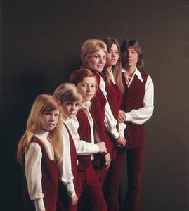 """The Partridge Family""  Suzanne Crough, Brian Forster, Danny Bonaducce,Shirley Jones, Susan Dey, David Cassidy1972 © 1978 Gene Trindl - Image 5418_0041"