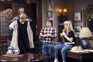 """Family Ties""Michael Gross, Meredith Baxter, Michael J. Fox, Tina Yotherscirca 1988 © 1988 Gene Trindl - Image 5419_0125"