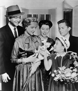 """""""Father Knows Best"""" Lauren Chapin, Jane Wyatt, Robert Young, Elinor Donahue, Billy Gray circa 1955  - Image 5420_0002"""