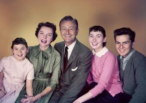 """Father Knows Best""Lauren Chapin, Jane Wyatt, Robert Young, Elinor Donahue, Billy Gray1955 © 1978 Gene Howard - Image 5420_0004"