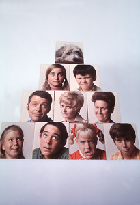 """Brady Bunch, The""Eve Plumb, Barry Williams, Susan Olsen, Christopher Knight, Robert Reed, Florence Henderson, Ann B. Davis, Maureen McCormick, Mike Lookinland1970 ABC © 1978 Gene TrindlMPTV - Image 5421_0027"