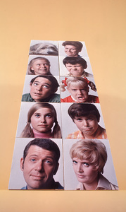 """Brady Bunch, The""Robert Reed, Florence Henderson, Maureen McCormick,Christopher Knight, Barry Williams, Susan Olsen,Eve Plumb, Mike Lookinland, Ann B. Davis1970 ABC © 1978 Gene TrindlMPTV - Image 5421_0028"
