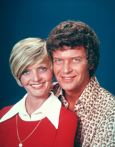 """Brady Bunch, The""Florence Henderson, Robert ReedC. 1977 ABC**H.L.MPTV - Image 5421_0044"