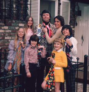 """The Brady Bunch""                                                        Eve Plumb, Maureen McCormick,Mike Lookingland, Robert Reed,Barry Williams, Susan Olsen, Christopher KnightCirca 1971 ABC**I.V. - Image 5421_0067"