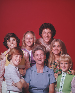 """The Brady Bunch""                                                        Christopher Knight, Mike Lookinland, Eve Plumb, Ann B. Davis, Barry Williams, Maureen McCormick, Susan Olsencirca 1971** I.V. - Image 5421_0082"