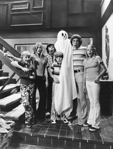 """The Brady Bunch""Maureen McCormick, Barry Williams, Eve Plumb, Susan Olsen, Mike Lookinland and Christopher Knightcirca 1972 ABC**I.V. - Image 5421_0091"