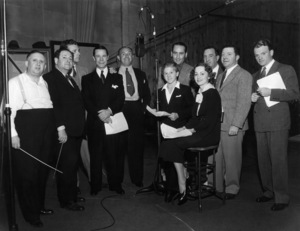 Dick Powell, Joe E. Brown, Jack Warner, Mickey Rooney, Olivia de Havilland, Hugh Herbert and James Cagneycirca 1940s - Image 5460_0006