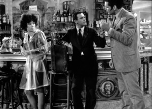 """""""Irma la Douce"""" Shirley MacLaine, Jack Lemmon, Bruce Yarnell 1963 United Artists - Image 5497_0003"""