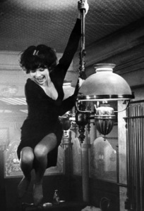 """Irma la Douce""Shirley MacLaine1963 United Artists © 1978 Leo Fuchs - Image 5497_0032"