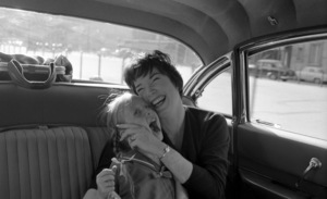 """Irma la Douce"" Shirley MacLaine and daughter Sachi Parker 1963 United Artists © 1978 Leo Fuchs - Image 5497_0058"