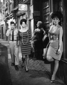 """Irma la Douce""James Caan, Sheryl Deauville, Tura Satana1963 United Artists © 1978 Leo Fuchs** Sheryl Deauville Collection - Image 5497_0067"