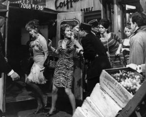 """Irma la Douce"" Joan Shawlee, Ruth Earl, Jack Lemmon, Sheryl Deauville 1963 United Artists © 1978 Leo Fuchs ** Sheryl Deauville Collection - Image 5497_0070"