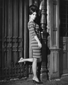 """Irma la Douce""Sheryl Deauville1963 United Artists © 1978 Leo Fuchs** Sheryl Deauville Collection - Image 5497_0072"