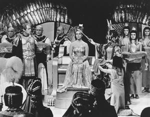 """Cleopatra""Elizabeth Taylor, Rex Harrison © 1963 20th Century Fox**R.C. - Image 5589_0029"