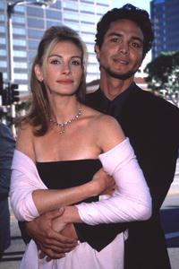 "Julia Roberts with Benjamim Brattat the ""Runaway Bride"" Premiere,7/25/99. © 1999 Glenn Weiner - Image 5598_0017"