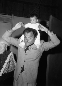 Michael Todd with daughter Liza 03-10-1958 © 1978 Bernie Abramson - Image 5670_0004