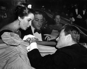 Elizabeth Taylor, Michael Todd Jr. and Michael Todd at Madison Square Garden in New Yorkin October of 1957 - Image 5670_0005