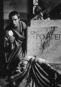 "Marlon BrandoFilm Set / MGM""Julius Caesar"" (1953)Copyright John Swope Trust / MPTV - Image 5692_0002"