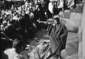 "Marlon BrandoFilm Set / MGM""Julius Caesar"" (1953)Copyright John Swope Trust / MPTV - Image 5692_0004"