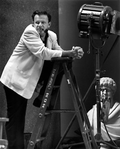 "Joseph MankiewiczFilm Set""Julius Caesar"" (1952)Copyright John Swope Trust / MPTV - Image 5692_0031"