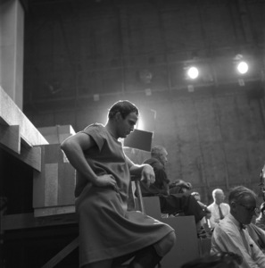 "Marlon Brando in between scenes on the set of ""Julius Caesar""1952© John Swope Trust - Image 5692_0044"