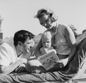 John Cassavetes and wife Gena Rowlands at home with their son Nickcirca 1960s© 1978 Gunther - Image 5706_0015