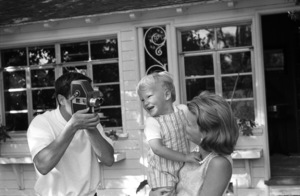 John Cassavetes and wife Gena Rowlands at home with their son Nickcirca 1960s© 1978 Gunther - Image 5706_0019