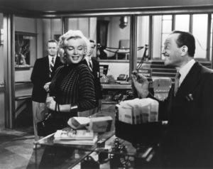 """Gentlemen Prefer Blondes""Marilyn Monroe, Jack Chete © 1953 / 20th Century Fox**R.C. - Image 5709_0029"