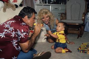 Burt Reynolds, Loni Anderson and son Quinton1988© 1988 Mario Casilli - Image 5727_0061