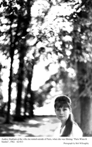 """""""Paris When It Sizzles""""Audrey Hepburn behind the scenes.1962 / Paramount © 1978 Bob Willoughby - Image 5734_0107"""