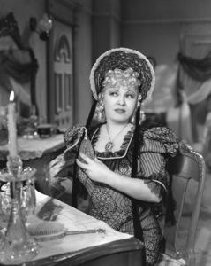 """My Little Chickadee""Mae West1940 Universal**I.V. - Image 5750_0016"
