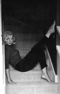 Lizabeth Scott sitting on stairs, 1956. © 1978 Bill AveryMPTV - Image 5839_16