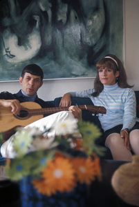Leonard Nimoy at home with his wife Sandra Zober1966 © 1978 Gunther - Image 5846_0008