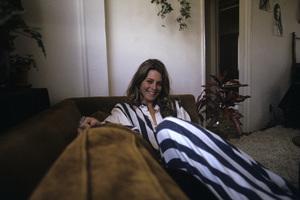 Lindsay Wagner at home1976© 1978 Bregman - Image 5887_0035
