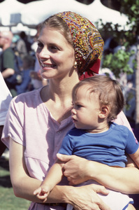 Lindsay Wagner and her son, Dorian Kingi1983© 1978 Ulvis Alberts - Image 5887_0042