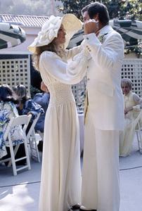 Farrah Fawcett and Lee Majors on their wedding day / July 28, 1973 © 1978 Bruce McBroom - Image 5928_0040