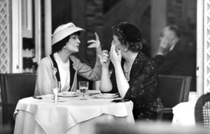 Coco Chanel lunching at the garden restaurant at the Ritz in Paris with Jessica Daves, editor-in-chief of Vogue 1957 © 2001 Mark Shaw - Image 5970_0024