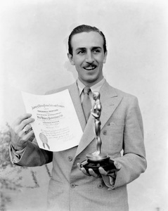 Walt Disney poses with his first Oscarcirca 1930s** I.V. - Image 5975_0070