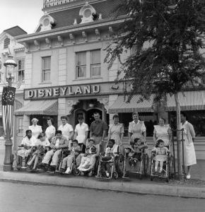 Disneyland (Main Street)1958© 1978 Sid Avery - Image 5975_0074