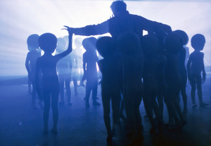 """""""Close Encounters of the Third Kind""""Richard Dreyfuss and aliens © 1977 Columbia - Image 6001_0014"""