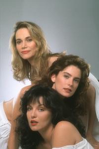 Lara Flynn Boyle, Sheryl Lee, Peggy LiptonABCTwin Peaks (1990) © 1990 Mario Casilli / MPTV - Image 6065_0010