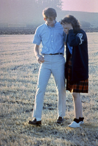 """""""American Graffiti""""Ron Howard, Cindy Williams1973 Universal Pictures** I.V. - Image 6199_0219"""