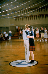 """""""American Graffiti""""Ron Howard, Cindy Williams1973 Universal Pictures** I.V. - Image 6199_0235"""