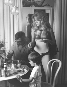 """Barbarella""Jane Fonda, director/husband Roger Vadim and their son behind the scenes1968 Paramount**I.V. - Image 6232_0160"
