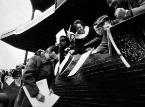 """Fortune Cookie""Jack Lemmon signing autographs1966 UA / MPTV  - Image 6421_0035"