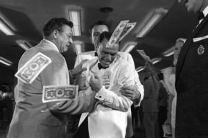 """Frank Sinatra during the filming of """"A Hole in the Head""""1959 United Artists** I.V. - Image 6500_0006"""
