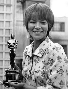 "Glenda Jackson with her Oscar for ""Women in Love"" 1971** I.V.  - Image 6639_0002"