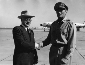 """MacArthur""Gregory Peck, Ed Flanders1977 Universal Pictures© 1978 Larry Barbier - Image 6783_0012"